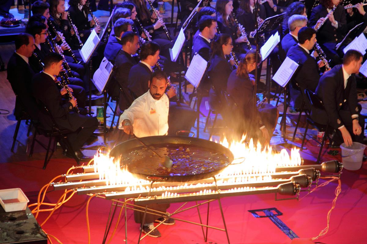 Paella a música, un concierto único. Arroz La Fallera