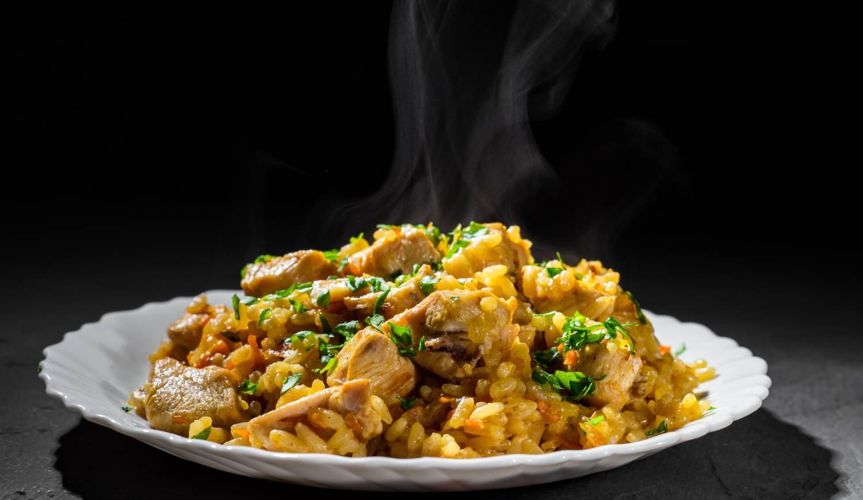 Plato de arroz con pollo al horno con arroz La Fallera