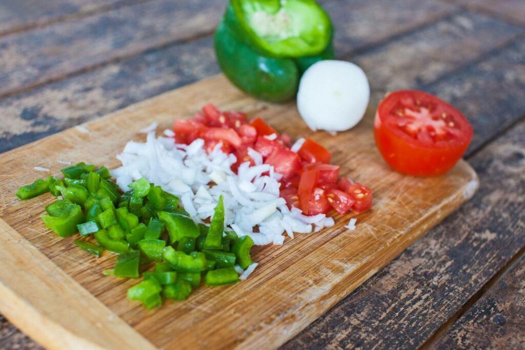 Añadimos el tomate pelado y cortado en dados pequeños