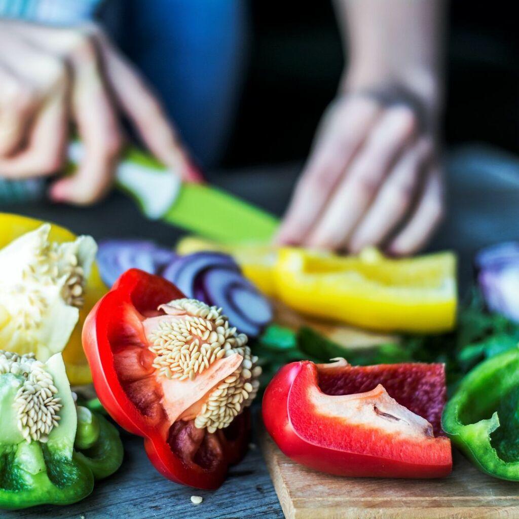 Lava las verduras cuidadosamente y trocéalas