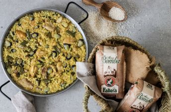 Paella valenciana by Delicious Martha.