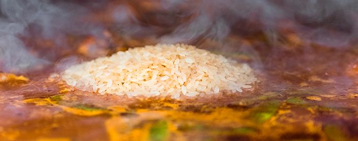 Dejamos cocer el arroz La Fallera Bomba